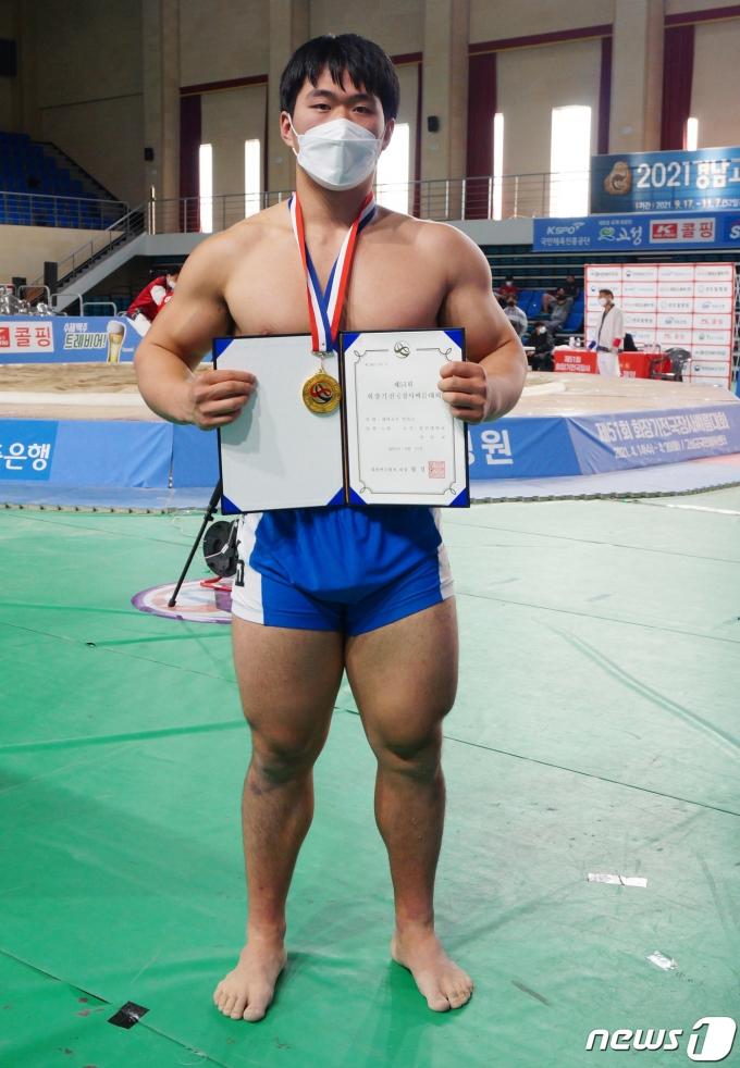 [사진] 대학부 개인전 역사급 우승한 박민교 선수