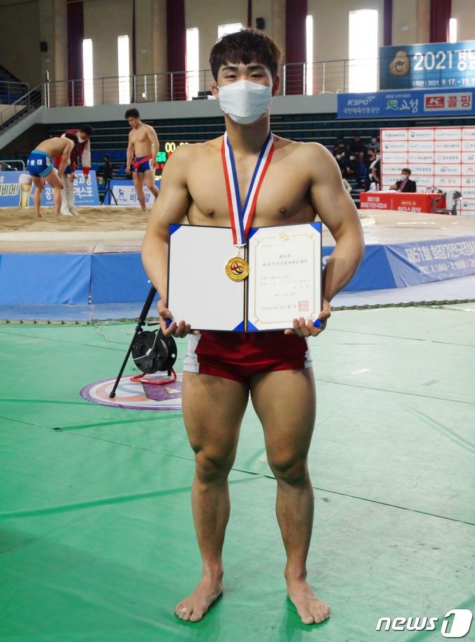[사진] 대학부 개인전 소장급 우승한 홍승찬 선수