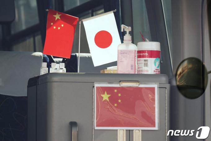 중국 오성홍기와 일본 일장기. © 로이터=뉴스1