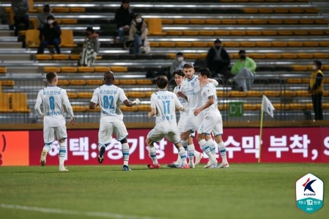 포항 스틸러스의 타쉬가 결승골이자 K리그 데뷔골을 신고했다.(한국프로축구연맹 제공)© 뉴스1