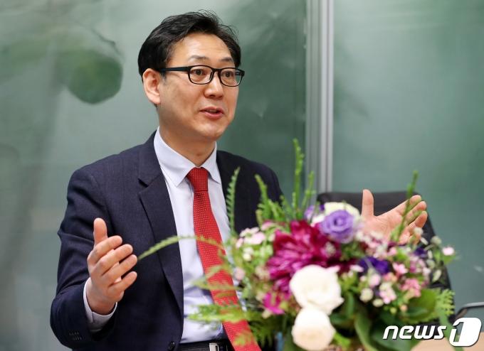 김대남 대한케틀벨리프팅협회장이 15일 서울 종로구 뉴스1 본사에서 인터뷰를 하고 있다. 2021.4.15/뉴스1 © News1 이동해 기자