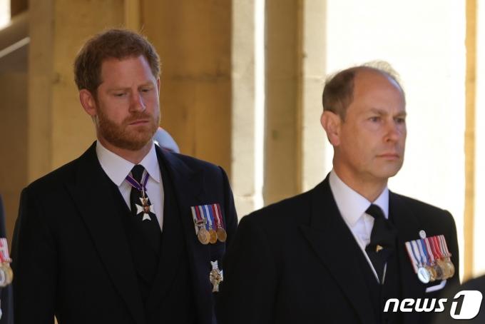필립공 장례식에 참석한 윌리엄 왕세손과 해리 왕자 © 로이터=뉴스1 © News1 원태성 기자