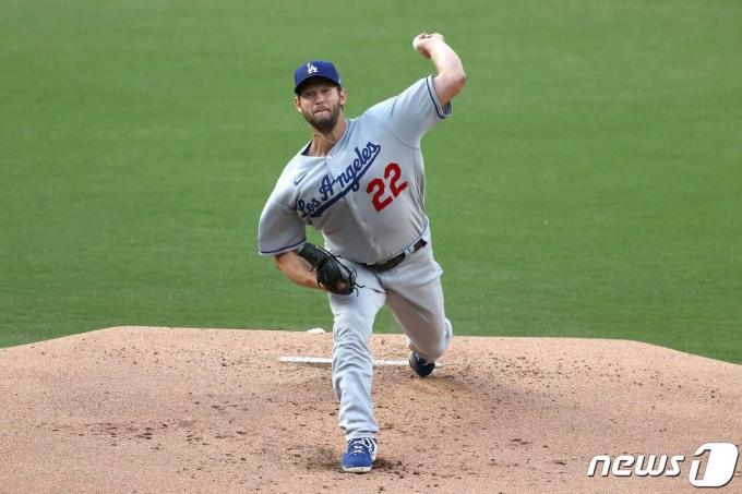 LA 다저스가 18일(한국시간) 클레이트 커쇼의 활약으로 웃었다. © AFP=뉴스1