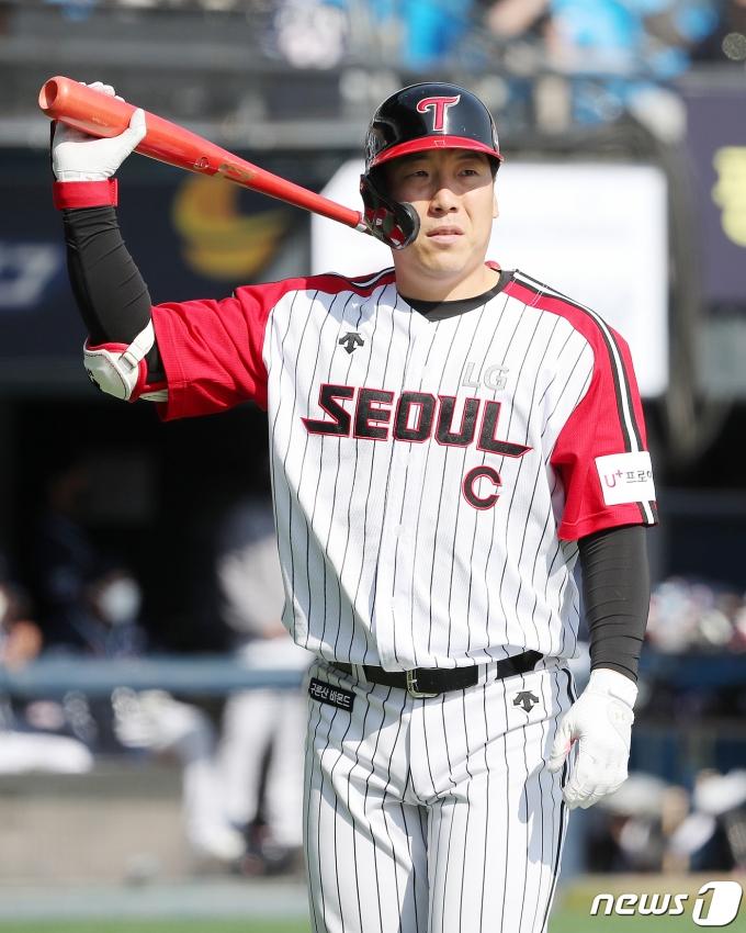 [사진] 김현수 '미란다 공에 속수무책'