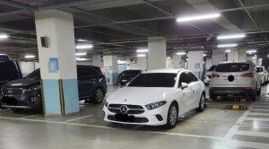 '3800만원' 벤츠 A클래스로 주차장 2칸 점거… 처벌 가능할까?