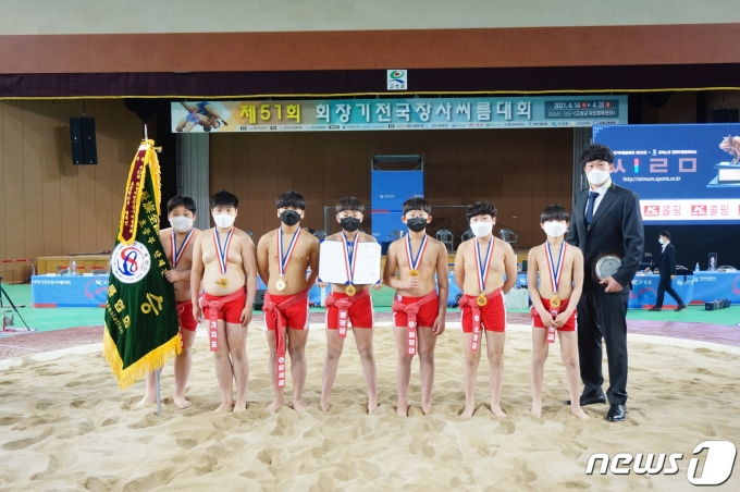 [사진] 기지초 '회장기전국장사씨름대회 초등부 단체전 우승'