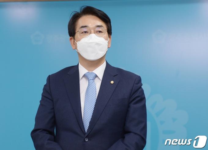 제20대 대통령 선거 출마를 선언한 박용진 더불어민주당 의원이 선거를 1년 앞둔 9일