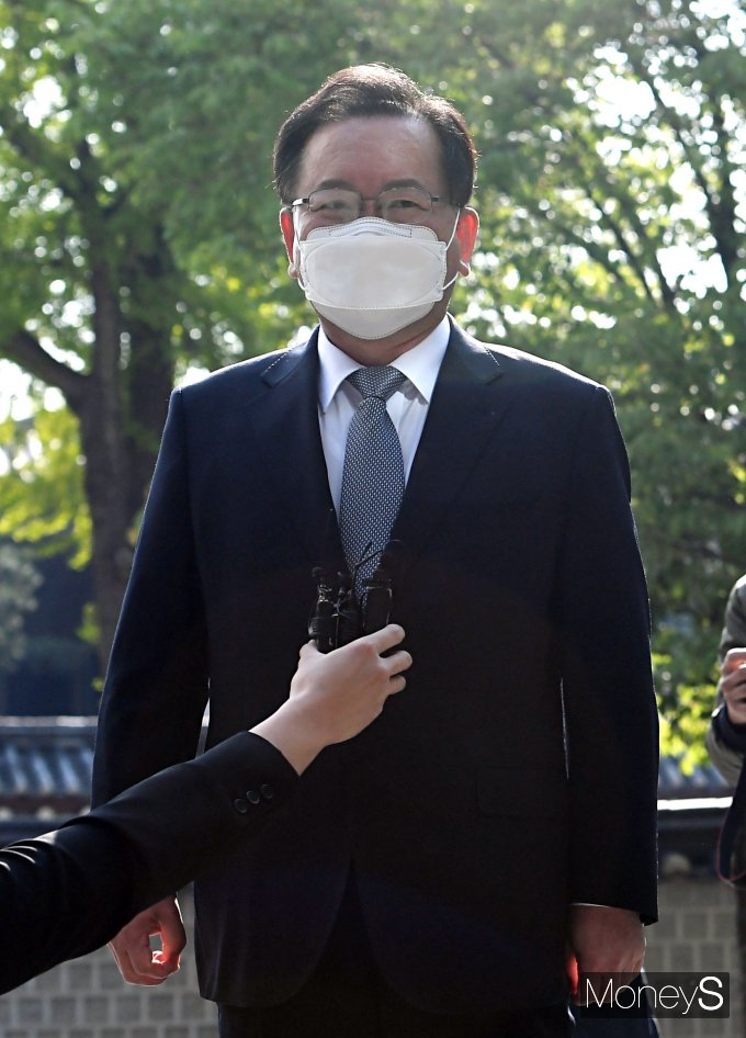 """[머니S포토] 공식 첫 출근 김부겸 후보 """"코로나19로 지친 국민 도울 방안을 찾을 것"""""""