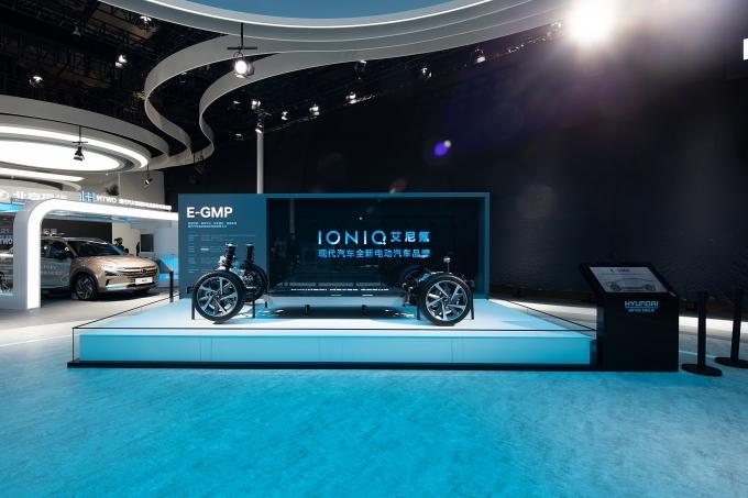 상하이 모터쇼에 공개된 E-GMP 플랫폼./사진=현대자동차