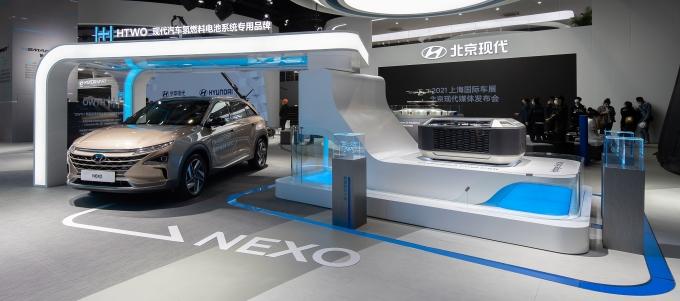 중국 상하이 모터스에서 현대차의 넥쏘가 전시돼 있다./사진=현대차