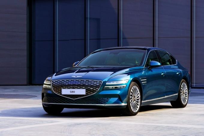 제네시스 브랜드가 첫 번째 전기차인 'G80 전동화 모델'을 세계최초로 상하이에서 공개했다. /사진제공=제네시스
