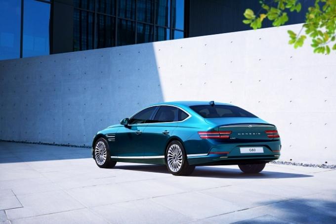 이날 공개된 G80 전동화 모델은 제네시스의 첫번째 전기차 모델이자 고급 대형 전동화 세단의 새로운 기준을 제시하는 차다. /사진제공=제네시스