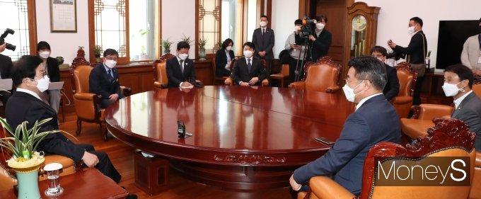 [머니S포토] 국회의장 찾은 민주당 신임 원내지도부