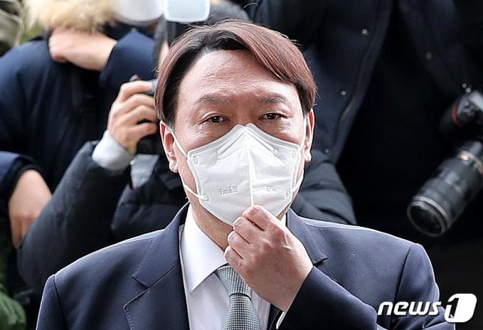 윤석열, 경쟁자없는 야권 대선후보되나… 부동의 선두