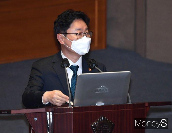 [머니S포토] 본회의 출석한 박범계 법무부 장관