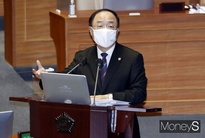 """[머니S포토] 홍남기 """"정부 믿어달라…상반기 1200만명 백신 공급"""""""