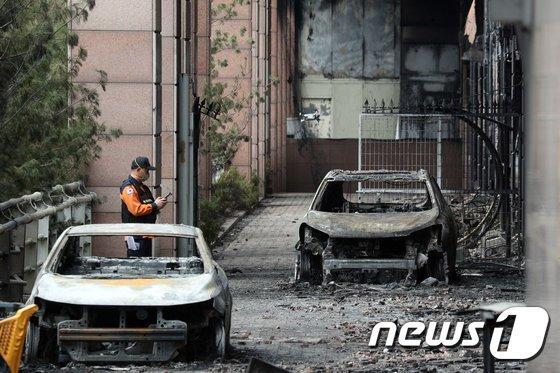 아파트화재 사고가 이어지면서 보상에 대한 관심도 커지고 있다. 지난 12일 오전 경기 남양주시 도농동의 한 주상복합건물 화재현장./사진=뉴스1