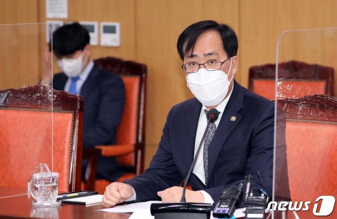 박준영 해양수산부 장관 후보자(해수부 차관)가 19일 정부세종청사에서 향후 정책 방향 등을 설명하기 위한 기자간담회에서 발언하고 있다. /사진=뉴스1