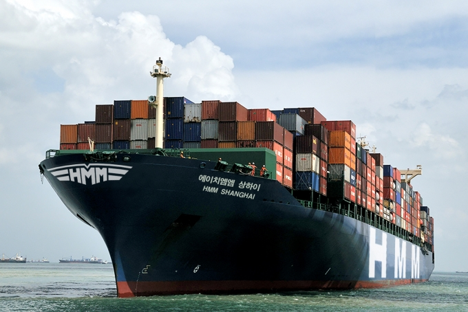 국내 기업들의 원활한 수출을 지원하기 위해 지난 7일 HMM 상하이호가 부산항에서 수출기업들의 화물을 싣고 미국 LA항으로 출발했다. /사진=HMM