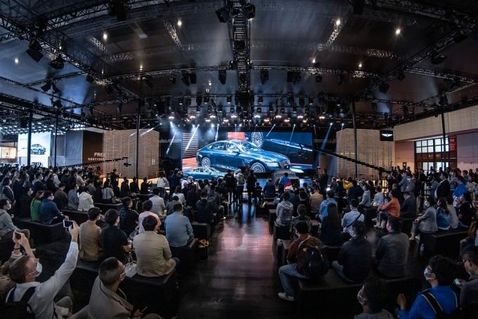 제네시스 브랜드(이하 제네시스)가 '2021상하이 모터쇼'에서 첫번째 전기차 'G80 전동화 모델'을 세계 최초로 공개했다./사진=현대자동차그룹
