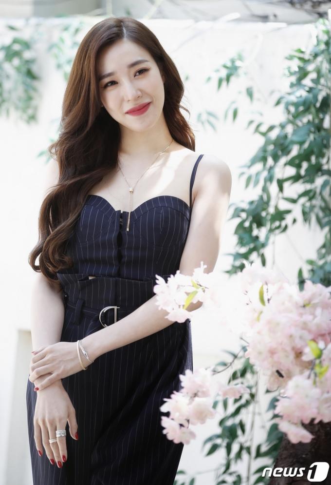 [사진] 티파니 영, 향기로운 꽃미소