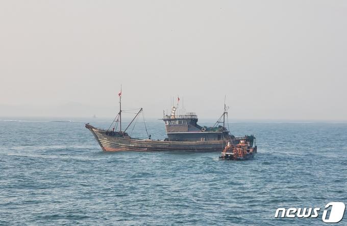 [사진] 서해5도 특별경비단 '불법조업 중국어선 나포'