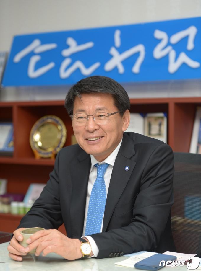 21대 총선 결과 전남 영암·무안·신안 지역구에서 재선에 성공한 서삼석 당선인© 뉴스1