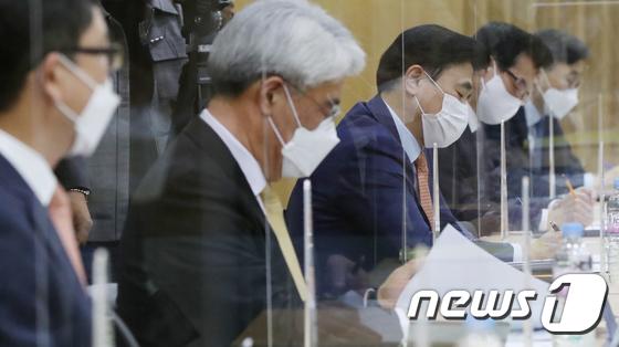 손해보험사 대표들이 금융당국이 실손보험 청구 절차 간소화를 지난 19일 요청했다./사진=뉴스1