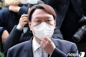 차기 대권 선두 윤석열, '비호감'도 1위… 2위는 추미애