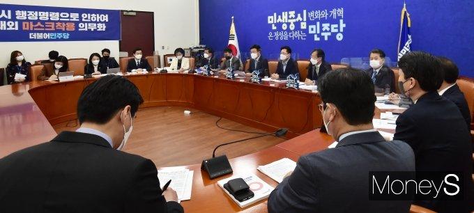 """[머니S포토] 민주당 윤호중 """"초선의원 9명 원내부대표로 인선"""""""