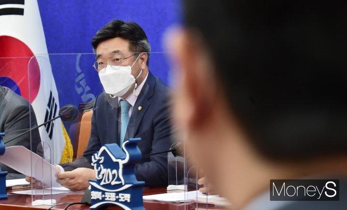 [머니S포토] 코로나19 백신 수급 관련 발언하는 '윤호중'