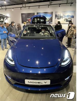 테슬라 등 고가 전기차 판매량이 늘어나며 자동차 손해율도 크게 상승했다. 사진은 모델Y./사진=뉴스1