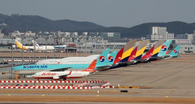 인천국제공항에 항공기들이 세워져 있다./사진=뉴스1