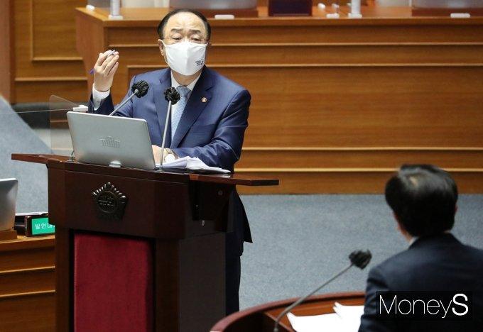 """[머니S포토] 홍남기 """"백신, 상반기 1,200만명 22% 접종 가능…오는 11월 집단면역"""""""