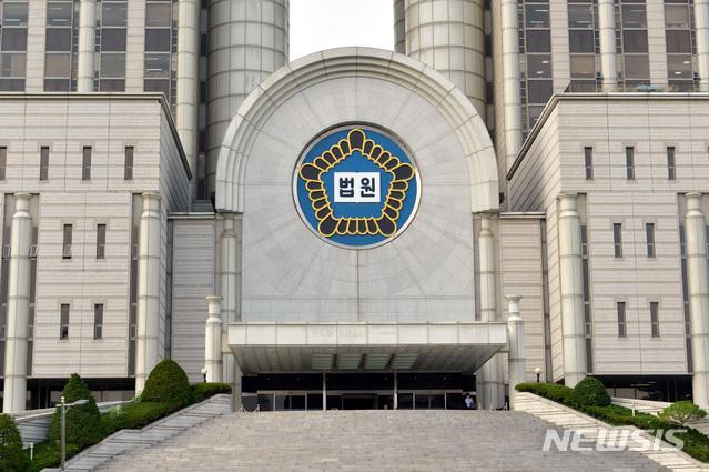 서울고법 판사가 코로나19 확진판정을 받았다. 사진은 서울고법이 있는 서울법원종합청사. /사진=뉴시스
