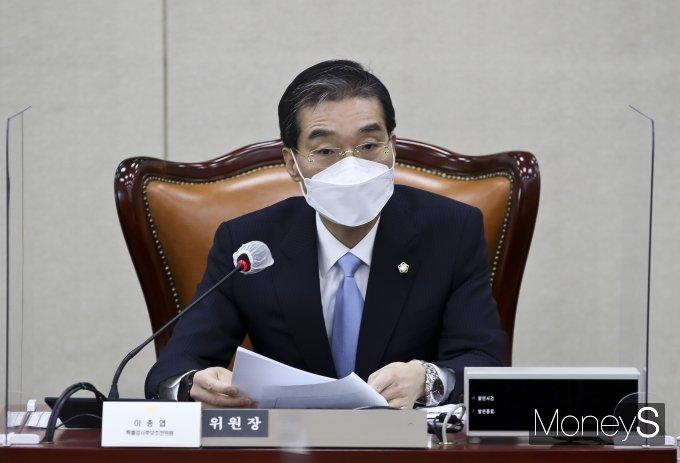 [머니S포토] 세월호 특검추천위 제2차회의에서 발언하는 이종엽 위원장