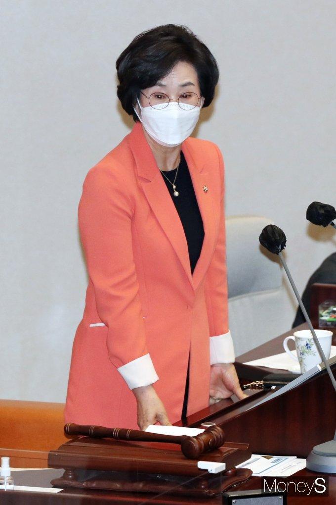 [머니S포토] 대정부질문 주재하는 김상희 국회 부의장