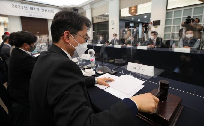 '최저임금' 벼르는 노동계, 공익위원 교체 요구… 왜?