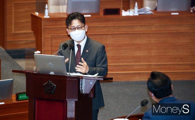 [머니S포토] 국회 대정부 질문, 답변하는 김현수 농식품부 장관