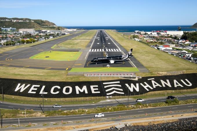 웰링턴 공항의 특별 활주로 위에 '뉴질랜드~호주'간 첫 트래블 버블 항공편을 운항한 에어뉴질랜드의 비행기. 뉴질랜드관광청 제공