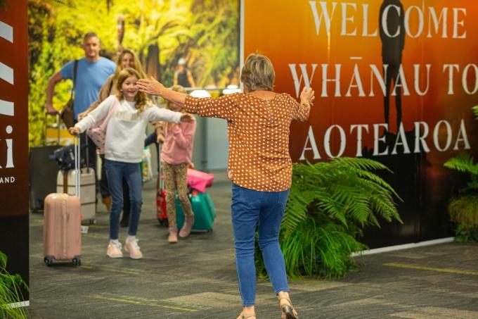 코로나19로 하늘길이 막힌 이후 처음으로 상봉하는 가족들의 모습. 뉴질랜드관광청 제공