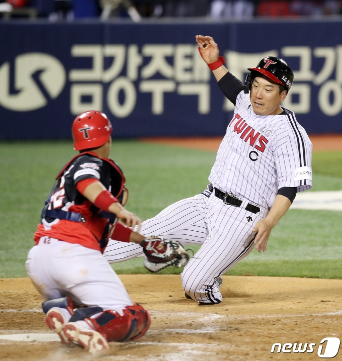 [사진] 홈으로 쇄도하는 김현수