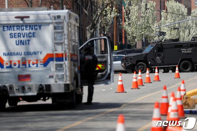 미국 뉴욕주 롱아일랜드의 식료품점에서 20일 총격이 벌어져 1명이 숨지고 2명이 다쳤다. © 로이터=뉴스1