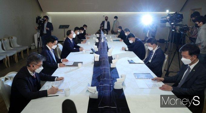 [머니S포토] 제20차 부동산시장 점검 관계장관화의, 발언하는 홍남기