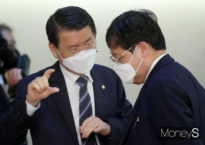 [머니S포토] 은성수·안일환 '부동산 시장 논의'