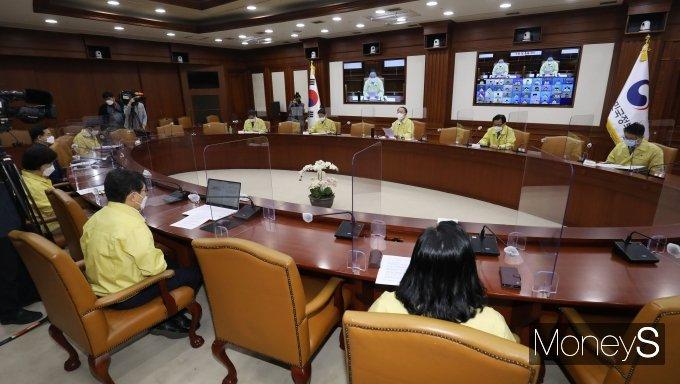 [머니S포토] 홍남기 국무총리 직무대행 주재 코로나19 중대본 회의