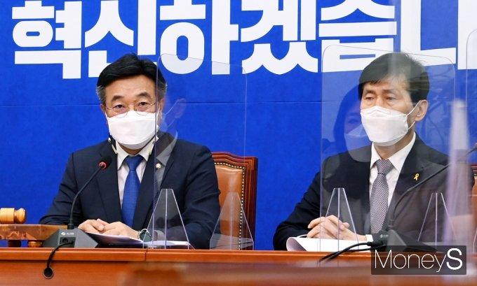"""[머니S포토] 민주당 윤호중 """"정부, 미국과 백신 스와프 등 추가 수급 방안 논의 중"""""""