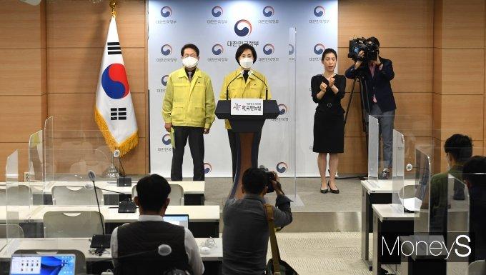 [머니S포토] 교육부, 전국 학교·학원 코로나19 방역대응 강화조치 발표
