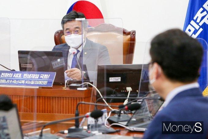 [머니S포토] 민주당 화상 의총, 발언하는 윤호중 비대위