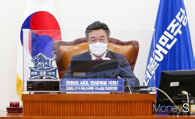 [머니S포토] 윤호중 비대위원장, 민주당 화상 의총 발언